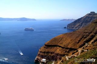 Discover the breathtaking Oia Santorini Kima Villas cruise in the Aegean Sea near the Caldera