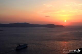 Discover the breathtaking Oia Santorini Kima Villas romantic sunset