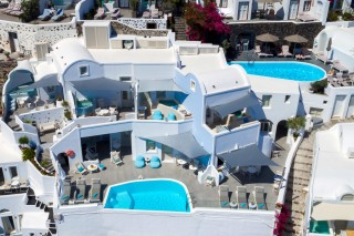 Location of our Santorini hotel in Oia Kima Villas