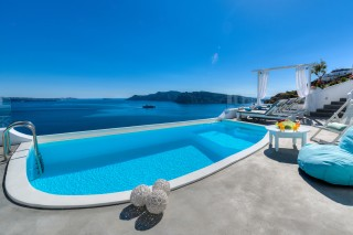 Luxurious Santorini hotel Kima Villas big jacuzzi with caldera and sea view in the balcony