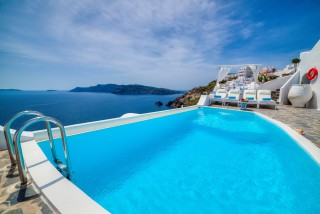 Luxurious Santorini hotel Kima Villas jacuzzi with sunbeds and sea view