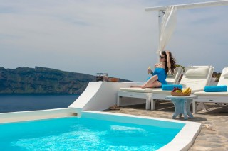 Luxurious Santorini hotel Kima Villas sunbathing in the outdoor heated jacuzzi