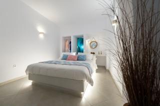 luxurious santorini suites kima villa kima suite that has a big bedroom