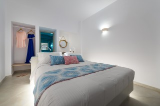 luxurious santorini suites kima villa suite with big double bed and wardrobe