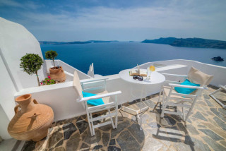 luxurious santorini suites kima villa in the balcony there is a jacuzzi with view of the Aegean Sea