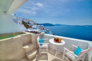luxurious santorini superior suites kima villa balcony with jacuzzi and view of the Aegean Sea